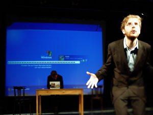 Szenenbild des Kabaretts DIETRICH & RAAB aus einem aktuellen Programm