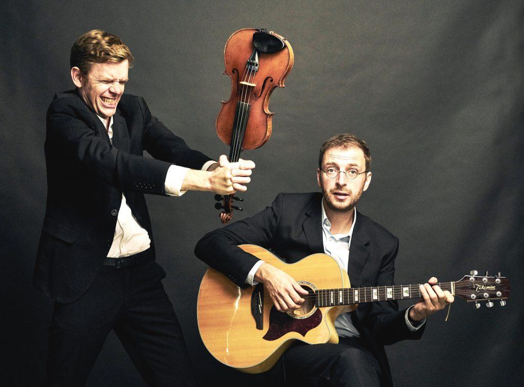 Geige und Gitarre gehören neben dem gesprochenen Wort zu den schärfsten Waffen des Kabaretts DIETRICH & RAAB